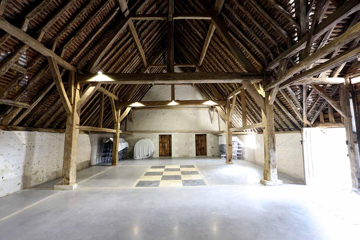 Restaurée en 2016, la Grange des Barres vous accueille pour votre mariage en Indre et Loire.